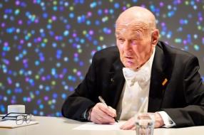 Nieuws: 80-jarig rekenwonder vestigt nieuw wereldrecord hoofdrekenen