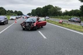 Nieuws: Auto klapt tegen vangrail op A326 bij Wijchen