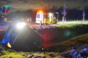 Nieuws: Bestelbus in sloot, bestuurder lichtgewond