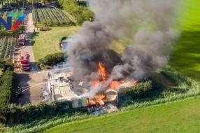 Nieuws: Brand verwoest schuur in Winssen, rookpluim in verre omgevin