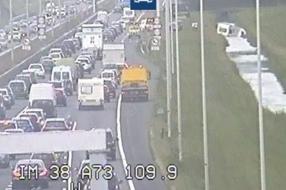 Nieuws: Caravan van A73 in sloot bij Beuningen