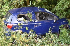 Nieuws: Dronken automobilist vliegt uit de bocht op A326