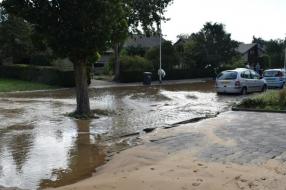 Nieuws: Jongen fietst in sinkhole, ondanks meerdere waarschuwingen