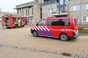 Nieuws: 'Man overgiet zich met brandbare vloeistof, gemeentehuis in