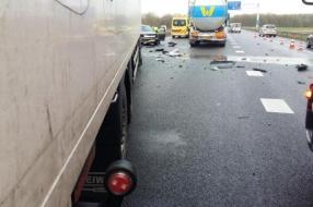 Nieuws: Ongeluk op A326 bij Wijchen met vrachtwagens en personenauto