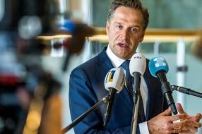 Nieuws: Oud-journalist doet aangifte tegen minister Hugo de Jonge: '