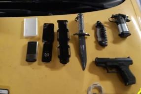 Nieuws: Politie ontdekt wapens en drugs in auto