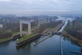 Nieuws: Rijkswaterstaat pakt Sluis Weurt aan