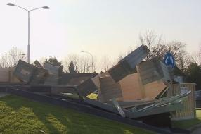 Nieuws: Tuinhuis op rotonde compleet vernield