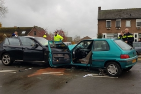 Nieuws: Twee gewonden na frontale botsing in Molenhoek